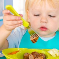 What do I need to be aware of to introduce food to my baby safely?